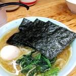 近藤家 - 料理写真:ラーメン並(麺量160g位)、トッピング味玉にライス並。 出汁が弱くなってるなー