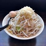 りょう二郎 - 料理写真:白ラーメン大盛、野菜中盛プラス煮卵トッピング。