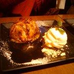 13818325 - 丸ごとリンゴ・アップルパイ