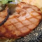 麺屋 ふぅふぅ亭 - チャーシュー 網目の焼き模様が特徴的