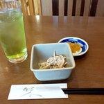 美味処まつを - 小鉢と冷緑茶