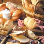 ジロー - 料理写真:豊富な種類のパンをご用意してお待ちしております。