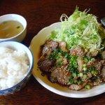 豚肉食堂&喫茶 mojo smokin' - 焼肉風生姜焼き定食 850円 (ご飯・スープ・お新香付き)