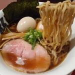 牟岐縄屋 - 醤油らぁ麺(平打麺)+味玉 ¥850+100