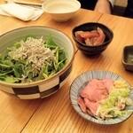 なるたけ - づけかんぱちさし(800円)、〇鶏レバーさし(600円)、セリとじゃこのサラダ(1000円)