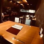 サラザン - 1階テーブル席/2〜4名様用×3卓