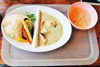 BACKPACKER'S CAFE 旅人食堂  町田屋台店 - グリーンカレー 850円