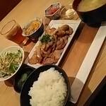 博多もつ鍋はらへった - 生姜焼き定食