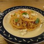 13824196 - トマトとバジルとチーズのスパゲッティ