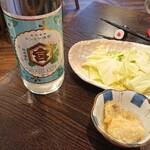 Hakataumakamontomochan - お通しのキャベツ+小鉢