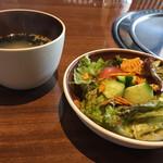 Yakiniku rakuhachi - ランチセットのサラダとスープ