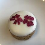 コチト カフェ - お花のホワイトチョコクッキー