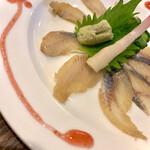 138250783 - うなぎの鮓〆うら梅造り                       梅肉ソースが鰻のカタチに(^^)