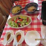 煮たり焼いたり屋 - 無料のサラダバー