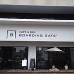 BOARDING GATE - 開放感もあるお店です、晴れた日はいいね。