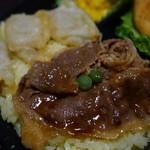 フォーシーズン - 牛肉と揚げ餃子