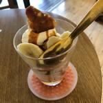 二三味珈琲 cafe - バナナキャラメルパフェ 訪問時期は7月下旬