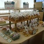 100万ドル本舗 - 料理写真:パン・もちもちマフィン コーナー