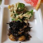 ゆふいん麦酒館 - ヒジキ ゆばとオクラの酢の物