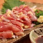 """鳥匡 - 料理写真:鹿児島より直送の""""さつま知覧鶏""""は旨味のある上質な脂と噛みごたえのある肉質が特徴です。"""