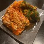 炭火焼 ぐら - 料理写真:キムチの盛合せ