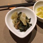 自然の薬箱 カフェ&キッチン - ランチ お魚料理(税込 1,600円)評価=◎【空心菜のデリ】