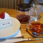 甘泉堂 - 料理写真:コーヒーセット  650円+税         ケーキ:苺のショートケーキ     ドリンク:国産茶葉ゴールデンジパング
