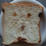 高級食パン専門店 おい!なんだこれは! - 料理写真:びっくらレーズン