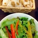 138312361 - サラダセットにすると、サラダ・窯焼きパン・ドリンクが付いてます。