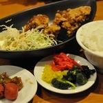 特濃とんこつ正油らーめん・つけ麺 麺屋黒とん - ご飯バイキング・唐揚げせっと 380円