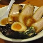 特濃とんこつ正油らーめん・つけ麺 麺屋黒とん - 黒とんちゃーしゅーめん 880円(クーポンで680円)