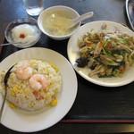 中華料理 大陸 - 肉野菜炒めとチャーハンのセット