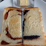 一本堂 - 左、りんごシナモン、右、あんこ食パン