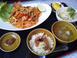 シンガポール海南鶏飯 水道橋店 - 週替りランチ マレー風焼そば (2012.07)