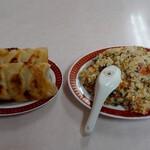 138338149 - 鍋貼(焼きぎょうざ)+炒飯