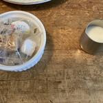 ジジコーヒー - シュガーとミルク