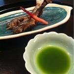 加瀬 - 小鮎   こいつは激ウマ!苦味と焼き塩が絶妙。