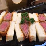 レストラン ヨコオ - 6切れ1710円、スモール4切れ980円、 何故レギュラー6切れが割高なのかは不明