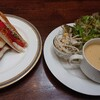 カピアンコーヒー - 料理写真:モッツァレラチーズ、トマト、バジルのパニーニと、本日のパスタセットに付いてくるスープとサラダ