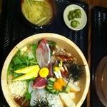 北さつま漁港 - ランチで食べた、ぶえん丼(海鮮丼) 凄い豪華です!!