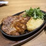 Tonto - 厚切りリブロースステーキ(オニオンソース)