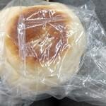 138363299 - 野沢菜お焼きぱん 裏側に海苔貼り付きおいしい パン生地はふわふわ白パン生地