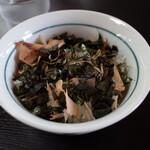 138363455 - 「ぶっかけ漁師めし」¥150 これはお腹に余裕がある方は是非頼むべし!残った中華スープとの相性は最強です!マジで!