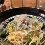 138363702 - 釜揚げしらすとブロッコリーのアリオーリオ(¥1,000)スープっ付