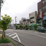 138363863 - 宮古駅前で長ーい行列の有名お寿司屋さん
