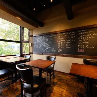 木目調の温かい雰囲気が魅力のアットホームな洋食屋さん◎