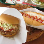13837927 - モス野菜バーガーオーロラソース仕立てとホットドッグ