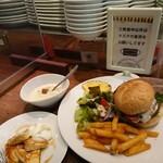 フクミミ - ②ベーコン・モッツァレラチーズ付ハンバーガー&スープ(¥1000)      ミニパンケーキ(+¥200)~土日祝限定ランチ~