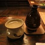 伊勢藤 - 燗で一杯、良いですね。