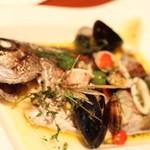 ドラゴンカフェ - 真鯛のアクアパッツァ 佐渡から直送でお魚を取り寄せているそうです。素材の味が活かされ絶妙